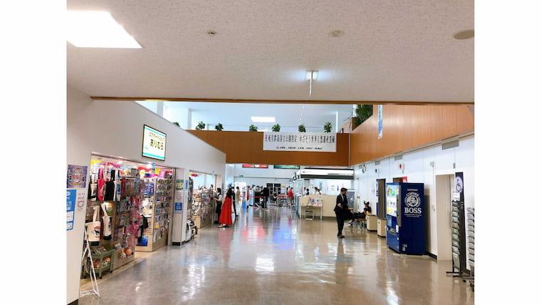 奄美大島空港内